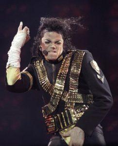 Michael Jackson se tripote