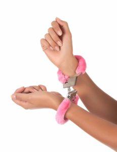 Menottes fourrure rose bondage