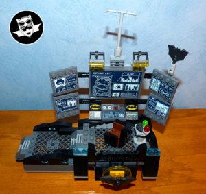 Batcave Lego salle des commandes