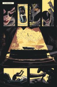 Catwoman vole la Batmobile dans la Batcave