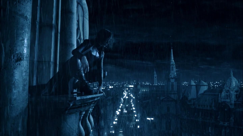 Underworld 2003 Kate Beckinsale Selene la nuit sous la pluie