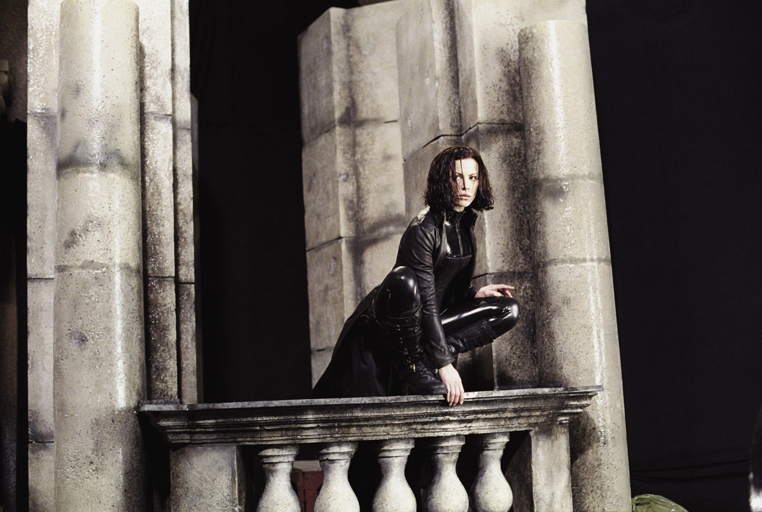 Underworld 2003 Kate Beckinsale Selene balcon