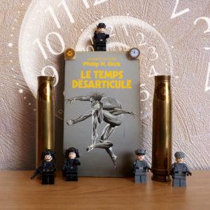 Couverture roman Le temps désarticulé Philip K Dick Presses Pocket