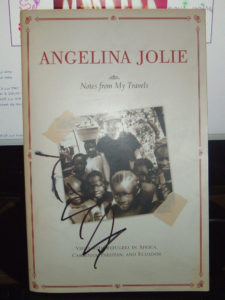 Notes from my travels Angelina Jolie dédicace